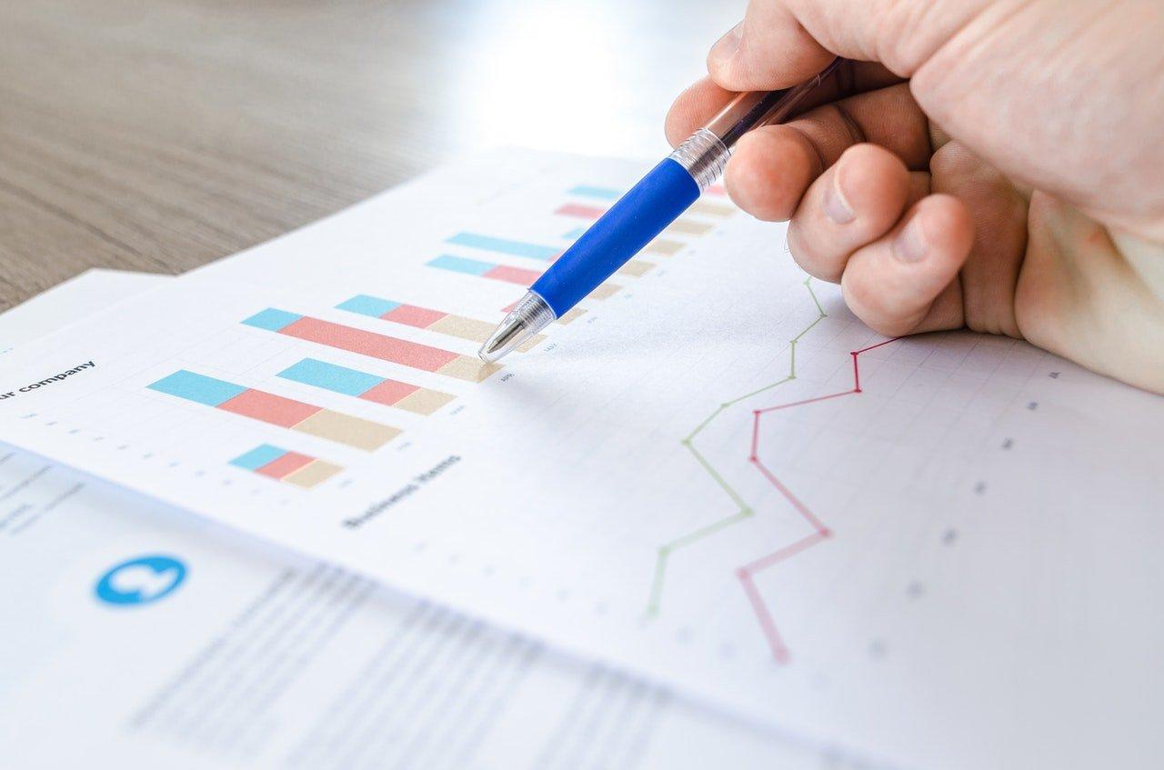chart-close-up-data-desk-590022eps